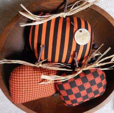 Primitive PUMPKIN Ornie Bowl Fillers Fall Halloween Decor Orange Black Pumpkins #NaivePrimitive #auntiemeowsatticprims