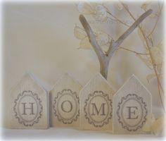 Petit hameau de 4 maisonnettes en bois chantourné et patiné, arbre en bois flotté. : Accessoires de maison par boisflottecorsica