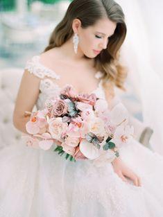 Moscow Wedding or Inspiration Shoot: You Tell Us! Blush Wedding Flowers, Blush Bridal, Flower Bouquet Wedding, Bridesmaid Bouquet, Floral Wedding, Wedding Invitation Inspiration, Wedding Flower Inspiration, Bridal Looks, Marie