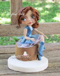 Blythe doll - cake by Nili Limor Beautiful Cakes, Amazing Cakes, Biscuit, Funny Cake, Cake Craft, Fairy Cakes, Polymer Clay Dolls, Fondant Figures, Novelty Cakes