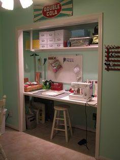 oficina con escritorio incrustado