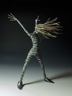 wire art rachel duker this piece, among with others is inspired by the movement of dancers...infact she always wants to rapresent the dynamism of human body