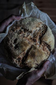 """O MEU """"SOURDOUGH BREAD"""" [[MORE]]Vejo este tipo de pão quase como """"slow cooking"""", tal é o processo necessário até chegarmos à fase de degustação, especialmente se não houver na despensa o ingrediente principal, a massa lêveda (como foi o caso)...."""