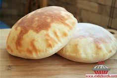 Pita Ekmeği Tarifi, Bu gün sizlerle yapımı zor gibi gözüken fakat kolayca yapılabilecek, içi hava dolu, mis gibi bir ekmek tarifi paylaşıyoruz. Evdeborek ...