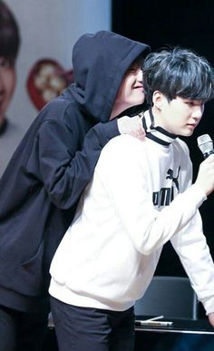 Several many reasons why I believe Yoongi is a bottom. If y'all want actual proof go to 146 and Proof that Jimin IS taller than Yoongi, go. Bts Suga, Kim Namjoon, Bts Taehyung, Bts Bangtan Boy, Rap Monster, Yoonmin, K Pop, Park Jimim, Boy Band