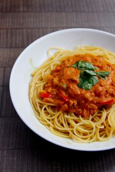 Vegprojekt: Špagety ala puttanesca Spaghetti ala putanesca Base Foods, Plant Based Recipes, Vegan Recipes, Spaghetti, Ethnic Recipes, Plant Based Meals, Spaghetti Noodles, Vegan Dinner Recipes