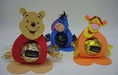 Porta Bombom Ursinho Pooh no Elo7 | LEMBRANCINHAS E ENFEITES EM EVA (6ABA87) Winne The Pooh, Winnie The Pooh Birthday, Winnie The Pooh Friends, Baby 1st Birthday, Birthday Party Themes, Winnie Poo, Bear Party, Holly Hobbie, Pooh Bear