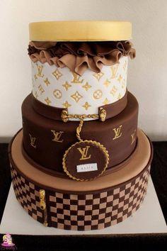 67 ideas for birthday cake for women simple Bolo Gucci, Bolo Chanel, Chanel Cake, Beautiful Birthday Cakes, Birthday Cakes For Women, Beautiful Cakes, Amazing Cakes, Cake Birthday, Birthday Cake For Women Elegant
