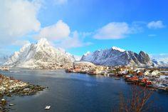 Anche in inverno nelle Lofoten di possono fare percorsi di trekking e esplorazioni in batello.