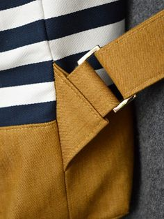 excdellent close up of the strap connection - close connection excdellent st .excdellent close up of the strap connection - close connection excdellent st . Diy Bags Purses, Diy Purse, Mochila Tutorial, Diy Backpack, Leather Accessories, Hair Accessories, Sewing Techniques, Handmade Bags, Leather Craft