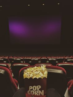 Instagram: @nerudagungoren  Just saw the movie The crimes of grindelwald. I loved it! Looks like I'm all alone in the cinema but it was pretty full. #popcorn #movies