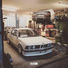 "591 Likes, 8 Comments - H&R Spezialfedern GmbH & Co KG (@hr_spezialfedern) on Instagram: ""➖ CLASSIC LOVE ➖ ................................................... H&R equipped #classic BMW E23…"""