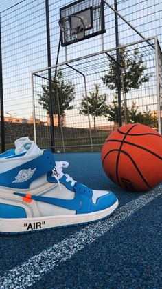 Wallpaper/Basketball/Shoes/Nike/Off White