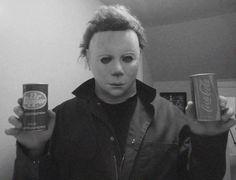 Pepper or Coke? Decide before I kill you! Horror Icons, Horror Art, Horror Films, Halloween Film, Halloween Horror, Slasher Movies, Arte Obscura, Classic Horror Movies, Dark Photography