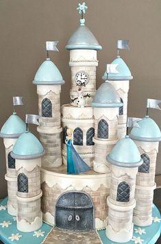 Todas las niñas adoran las princesas de Disney y podemos regalarles para el día de su cumpleaños una linda torta en forma de castillo para...