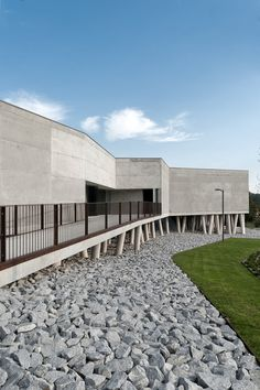 Esmeriz House