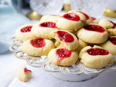 Kick Off Holiday Baking with the Easiest Shortbread Cookies recipe! Cookie Desserts, Just Desserts, Cookie Recipes, Delicious Desserts, Dessert Recipes, Yummy Food, Bar Recipes, Baking Recipes, Galletas Cookies