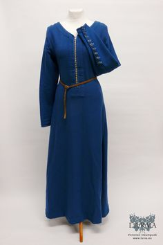 Late Medieval Wool Dress with Metal Buttons