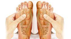reflexologie-plantaire Massage Relaxant, Shiatsu, Foot Reflexology, Traditional Chinese Medicine, Self Healing, Acupressure, Miller Sandal, Alternative Medicine, Eating Well