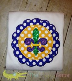 Do this with (*Fabric, puff paint) or vinyl & cricut Monogram Shirts, Embroidery Monogram, Applique Embroidery Designs, Machine Embroidery Applique, Embroidery Ideas, Vinyl Projects, Sewing Projects, Mardi Gras Carnival, Puff Paint