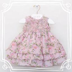 """Entre pérolas e flores bordadas, babados e muito carinho nasce nosso """"baby"""" queridinho! Um vestido lindo, delicado e fino para nossas mini princesinhas!       Coleção Outono/Inverno 2015 #miobebe   #sonho #princesa #luxo #bordado #perolas #flores #amordevestido #modainfantil #moda #vestidodeprincesa #mbmini #paranossasprincesas"""