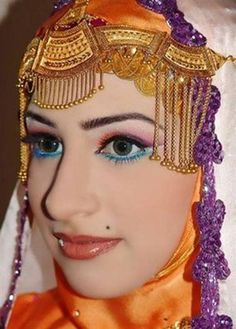 model wearing Arab wedding jwell on show- Looks very great-Clear face,eye brows,face and everything looks pretty You May Also Like:Cute Red With white flower Hand Art Wedding DressArab girl Lipstic with face makeup look Jailan-Atef-Designs