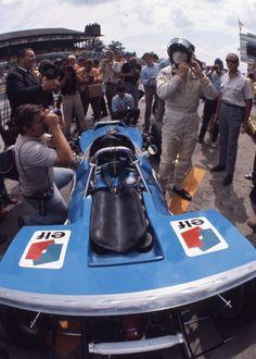 Jackie Stewart Road Racing, Auto Racing, Jackie Stewart, Gilles Villeneuve, Racing Events, Auto Service, Car And Driver, Vintage Racing, Car Humor