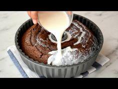 Kaç tane yediğiniz sayamayacağınız inanılmaz lezzetli ve farklı bir tatlı tarifi daha sizlerle. Yapılan kek balon gibi kabaracaktır. Bu kabaran kekin Chocolate Heaven, Chocolate Cake, Baking Soda, Baking Pans, Hot Milk Cake, Cake Recipes, Dessert Recipes, Base Foods, Cake Cookies