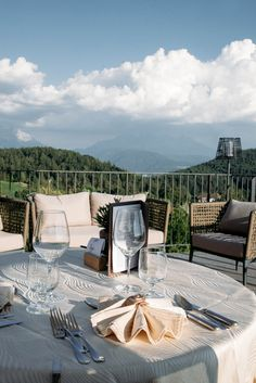 Dinner Goals at panorama Hotel am Hang in the heart of South Tyrol, Italy. Dinner In The Sky, Hotels, South Tyrol, Das Hotel, Outdoor Furniture, Outdoor Decor, Italy, Mountains, Heart