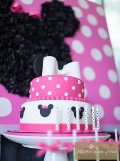 Cake at a Minnie Mouse Party #minniemouse #partycake