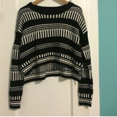 Forever 21 Crop Sweater Black/White Pattern Sweater Crop Top, worn only once, In great condition Forever 21 Sweaters