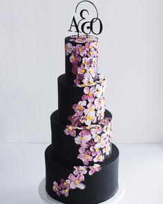 Yolk (@cakesby_yolk) • Instagram photos and videos Fondant Wedding Cakes, Modeling Chocolate, Buttercream Cake, Bakery, Desserts, Instagram, Videos, Food, Photos