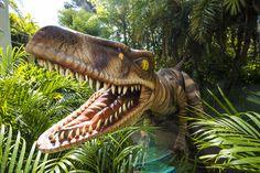 Os Velociraptors tomaram conta do Jurassic Park no Universal Orlando Resort. A partir desta sexta, 22 de maio, os visitantes terão a oportunidade de ver cara a cara essas criaturas magníficas em uma nova experiência: Raptor Encounter. O encontro acontece no Universal's Islands of Adventure, entre o Camp Jurassic e o Jurassic Park Discovery Center.
