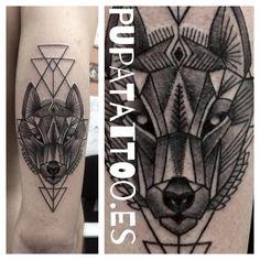 https://flic.kr/p/VqYxQ9 | Tatuaje Lobo geométrico Pupa Tattoo Granada | Web: www.pupatattoo.es/  Citas: 958221280  #tattoo #tattoos #tatuaje #tatuajes #tattoogranada #ink #inked #inkaddict #timetattoo #tattooart #tattooartists