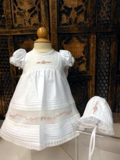 Will beth Girls White Rose Heirloom Dress Daygown with Bonnet Newborn 3 6 9  Months 6f9037ac221