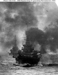 HMS Repulse (1916) - Incrociatore da battaglia Classe Renown - Entrata in servizio 18 agosto 1916 - Dislocamento 31.592 t Lunghezza 242,07 m Larghezza 27,42 m Pescaggio 9 m Propulsione 4 eliche 112.000 hp (83,5 MW) Velocità 31,7 nodi (59 km/h) Autonomia 3.650 mn Equipaggio 1.181 - Affondata il 10 dicembre 1941 da un attacco aereo giapponese - Motto : Qui Tangit Frangitur