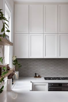 Shaped tile splash back for an organic feel. Kitchen renovation design & cabinetry design by Turner Interior design. Photo by Carla Atley Home Decor Kitchen, New Kitchen, Home Kitchens, Kitchen Dining, Kitchen Island, Kitchen Ideas, Interior Desing, Interior Design Kitchen, Kitchen Renovation Design