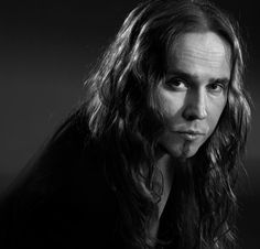Linnan jatkoillakin esiintyvän rock-tenorin koskettava Finlandia ... Pretty Face, Black Metal, Soundtrack, Opera, Singing, Musicians, Faces, God, Finland