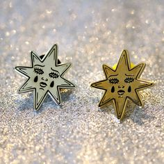 ✧ Hard enamel pin✧ Silver or Gold✧ 28mm tall✧ Rubber back