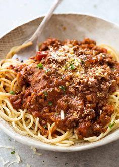 Bolognese Recipe Giada, Best Spaghetti Bolognese Recipe, Sauce Spaghetti, Spaghetti Recipes, Pasta Recipes, Spaghetti Squash, Simple Spaghetti Recipe, Best Bolognese Sauce, Recipes