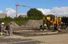 aanleg van betonnen wegboord met glijbekistingsmachine