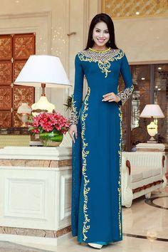 The Ao Dai is a Vietnamese Traditional Garment Vietnamese Traditional Dress, Vietnamese Dress, Traditional Dresses, Pakistani Dresses, Indian Dresses, Indian Outfits, Long Dress Fashion, Fashion Dresses, Ao Dai