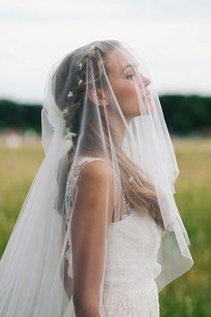 Oui Kollektion 2016: Brautmode von kisui | Hochzeitsblog - The Little Wedding Corner - tolle Friesur !