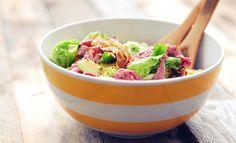 super lekkere rosbiefsalade met eireepjes, mozzarella en avocado. Een voedzame salade voor 3 personen die snel op tafel staat, eet smakelijk!