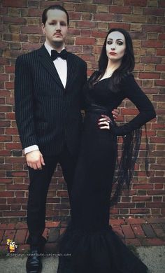 Best DIY Halloween Costume Ideas – Cool Morticia and Gomez Addams Couple Costume … – Halloween Make Up Ideas Cute Couples Costumes, Couples Halloween, Unique Couple Halloween Costumes, Couples Cosplay, Looks Halloween, Family Costumes, Halloween Cosplay, Halloween Diy, Funny Couples