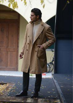 2016-03-13のファッションスナップ。着用アイテム・キーワードはコート, スラックス, チェスターコート, ニット・セーター, モンクストラップ,etc. 理想の着こなし・コーディネートがきっとここに。| No:137827