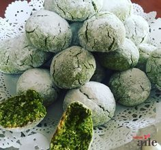 Cracked Cookies with Pistachio Choco Truffle, Cracked Cookies, Free Fruit, Caramel Cookies, Delicious Cake Recipes, Turkish Recipes, Food Facts, Pistachio, Food And Drink