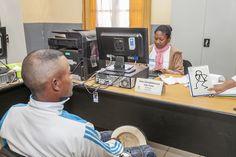 Elyx in Madagascar - Antananarivo | Elyx enchantéde voir le changement dans la gestion de l'Etat Civil à Mahitsy, commune rurale située à  1h de route de la Capitale. Le PNUD Madagascar y a appuyé l'informatisation de l'Etat Civil. En moins de 30mn, le citoyen peut désormais avoir son acte d'état civil alors qu'auparavant, il fallait deux jours après le dépôt du dossier. (Photo Credits: PNUD Madagascar/Raj Hassanaly).