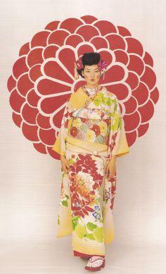 thekimonogallery:  Kimono-hime issue 2. Fashion shoot page 47. ViaSatomi Grim of Flickr