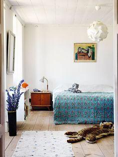 Drömmer du om sommaren på Gotland? Välkommen in hos keramikern Åsa Lindström och krögaren Santo Magonzas, vars sommarhem på Gotland har fått växa fram lite i skymundan av verksamheten på...